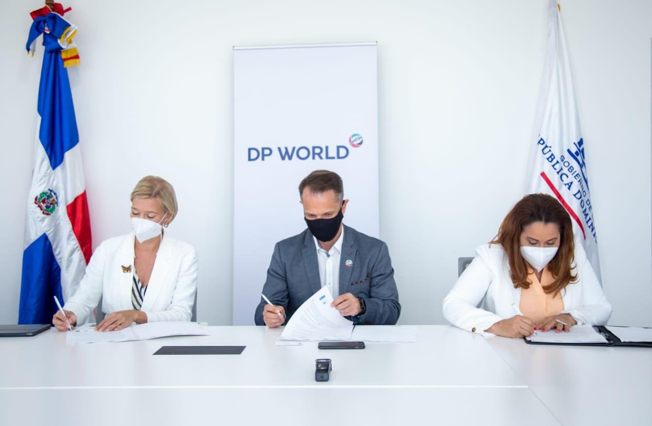 DP World Caucedo firma carta de compromiso para obtener el Sello Igualando RD