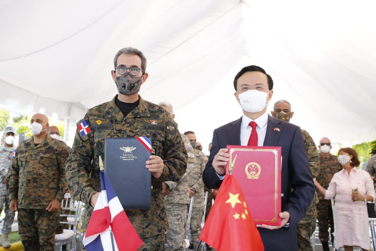 Gobierno dominicano recibe vehículos donados por la República Popular China