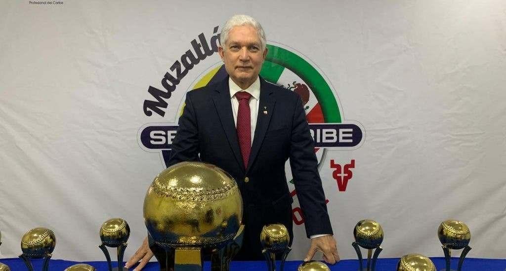 """Presentan trofeo de campeón de la Serie del Caribe, aseguran hay """"condiciones para montar con éxito el evento"""""""