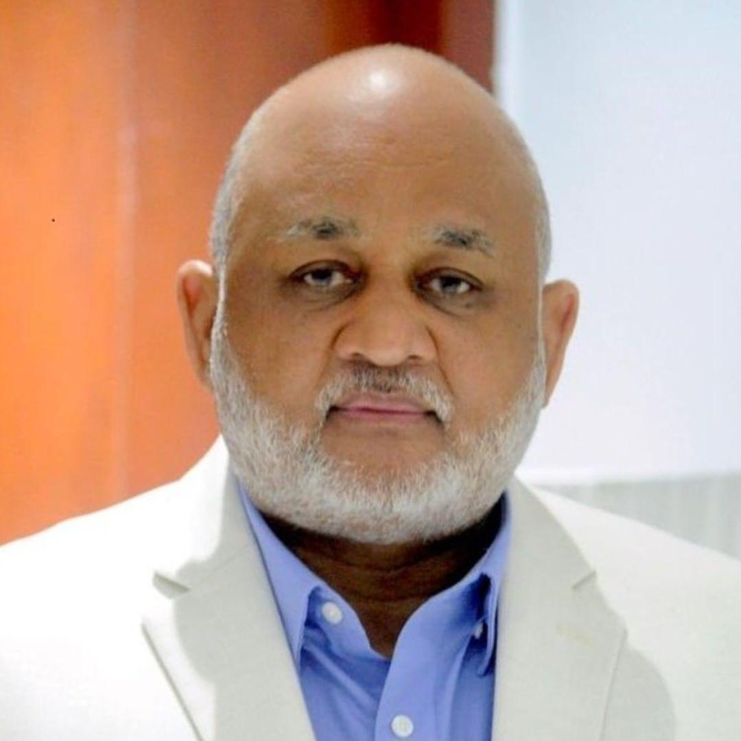 Ministro Roberto Fulcar muestra mejoría del Covid en mensaje en redes