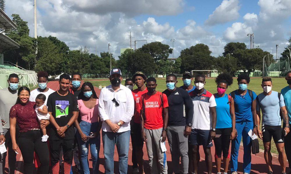 Alberto Rodríguez entrega bonos a sectores deportivos afectados por la pandemia