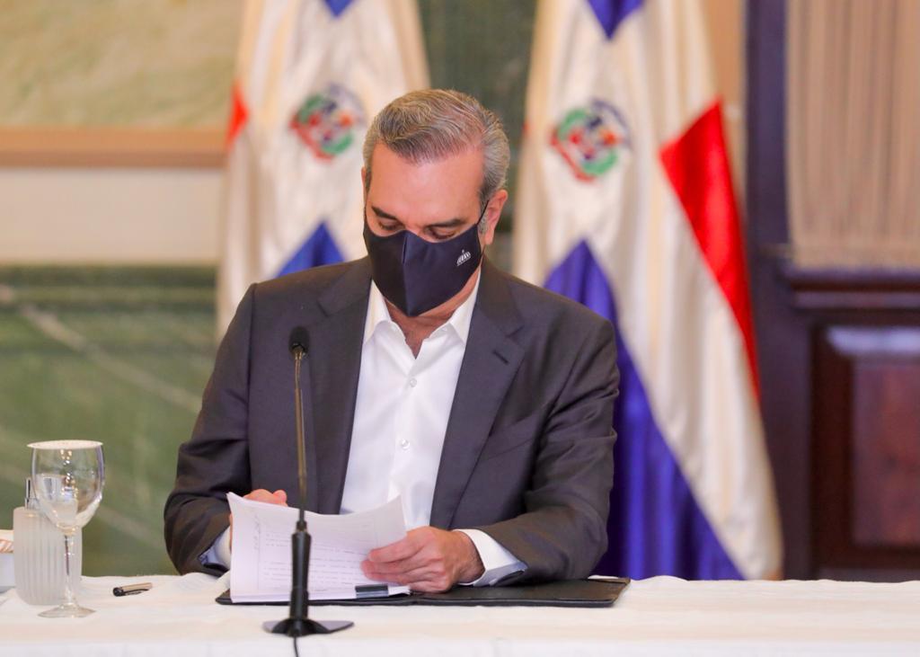 Abinader promulga ley que otorga 15 años de incentivos fiscales para la competitividad e innovación industrial