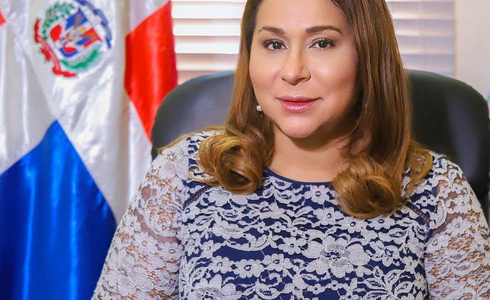 Ministra de la Mujer apoya las tres causales de aborto propuestas por presidente Abinader