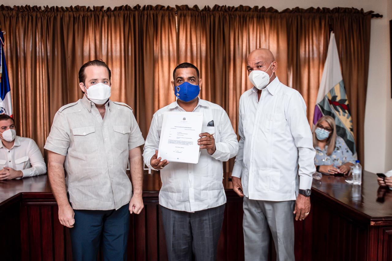 Gobierno entrega más de 23 millones de pesos para obras municipales en Barahona