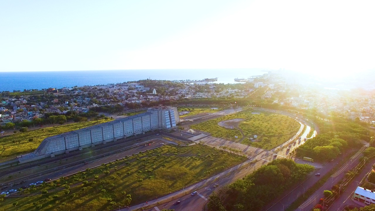 Recuperarán sistema de iluminación del Faro a Colón