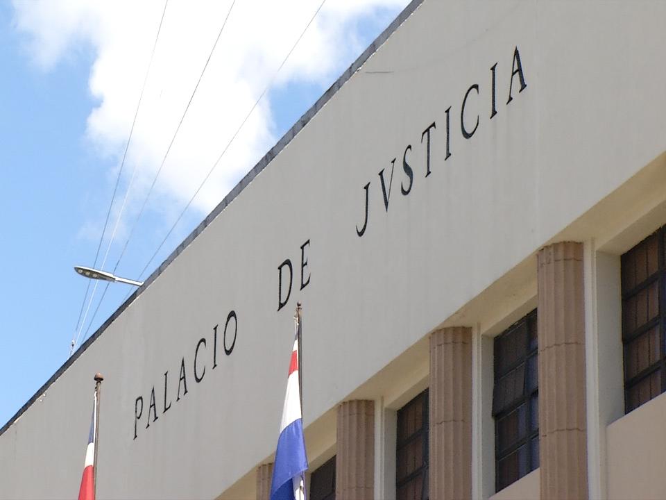 VIDEO | Médico acude a cárcel del Palacio de Justicia donde están detenidos involucrados en Operación Anti Pulpo