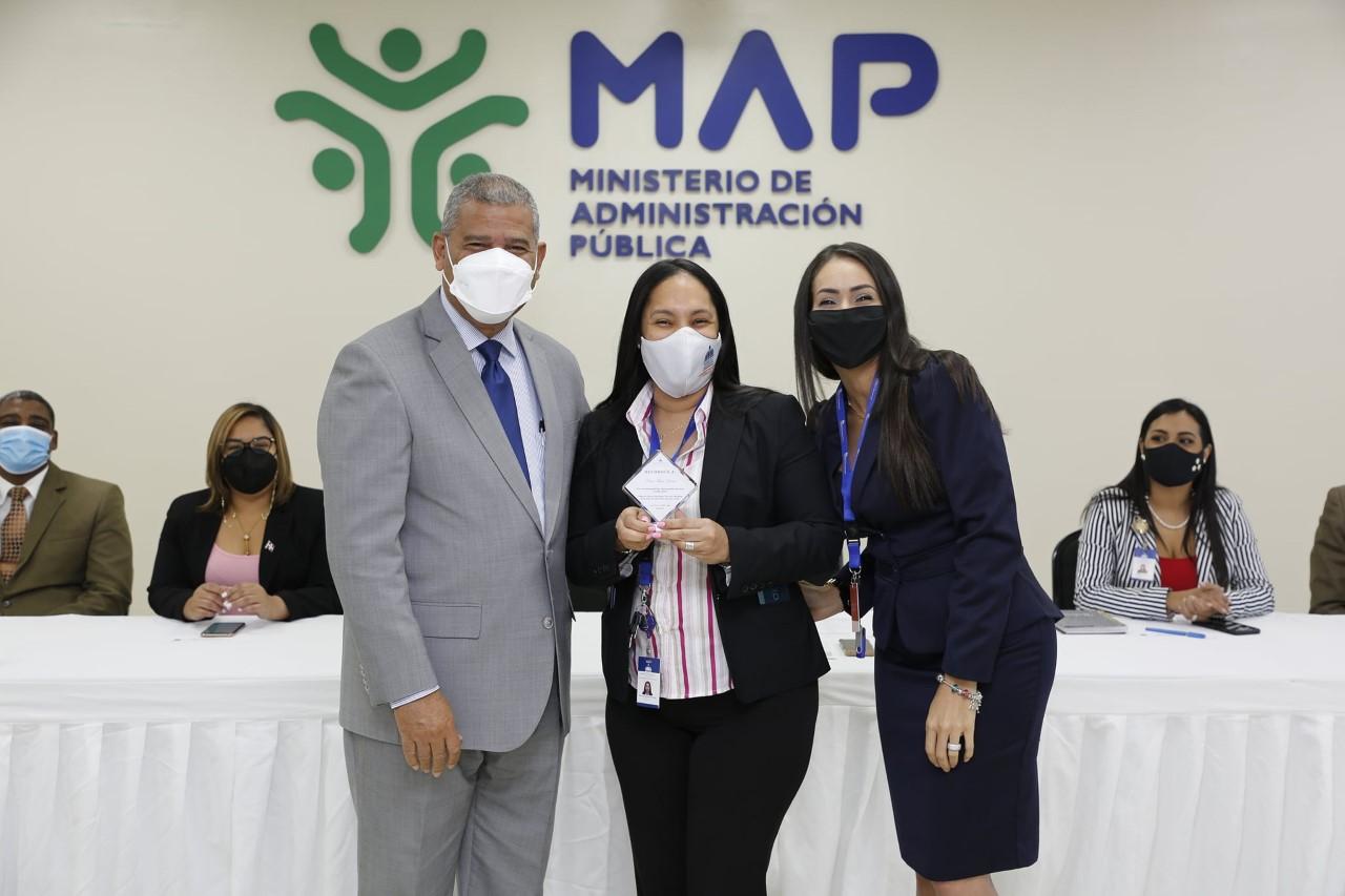 MAP reconoce los aportes de 160 empleados públicos