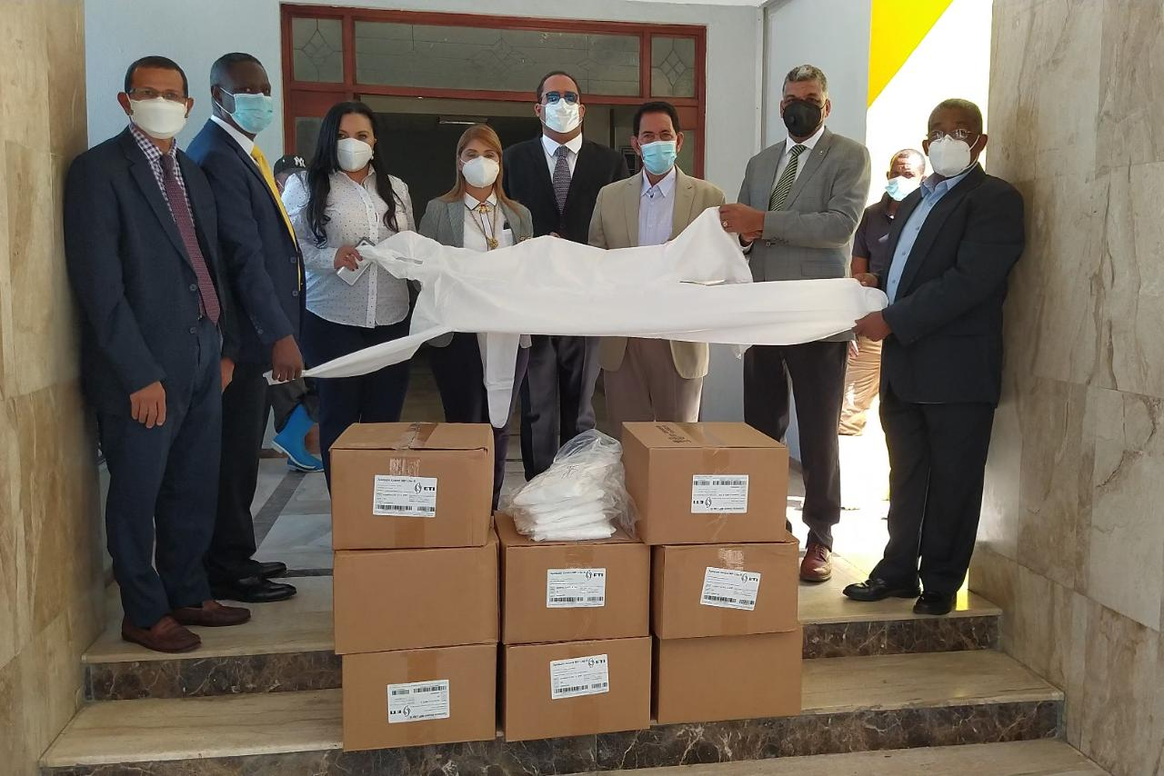 Entregan trajes de bioseguridad al hospital San Vicente de Paúl de SFM