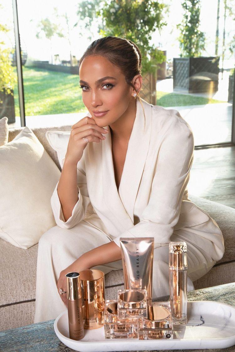 Detalles de la nueva línea de productos de belleza de Jennifer López