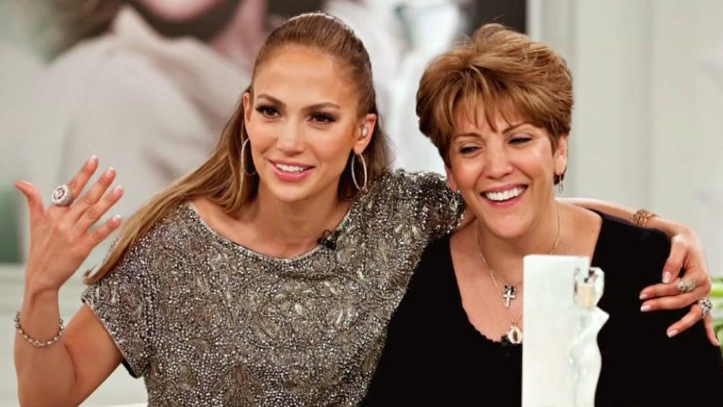 VIDEO | JLo felicita a su madre por su cumpleaños