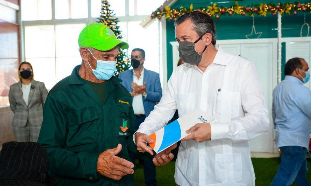 Medio Ambiente dota de seguros de vida a 1,050 guardaparques y guardabosques