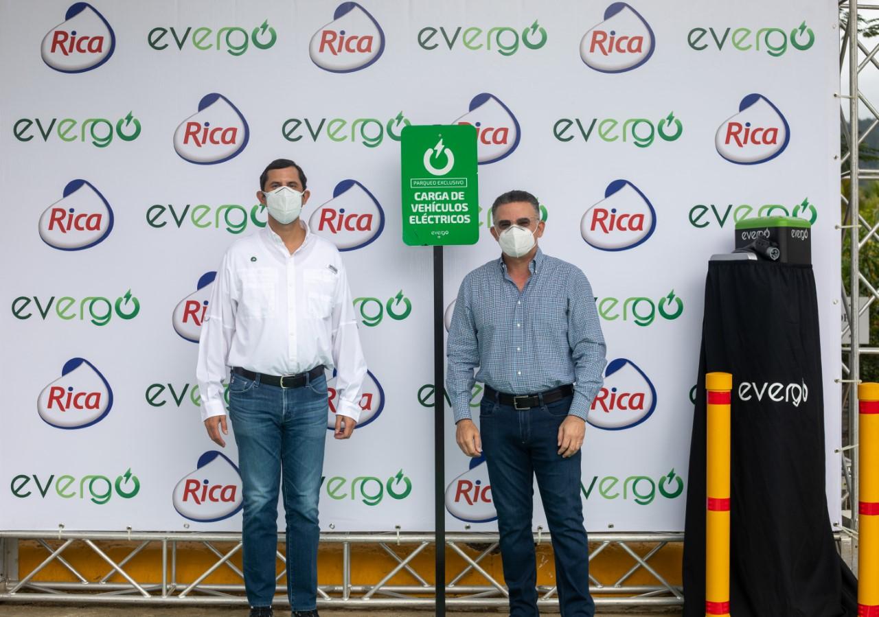 Instalan estación de carga de vehículos eléctricos en la ruta del Cibao