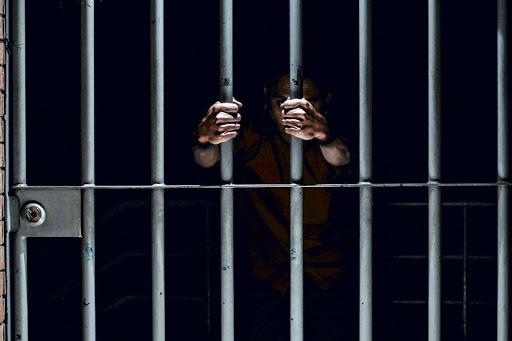Sentenciado a 20 años de prisión hombre que violó y embarazó a hija en Ocoa