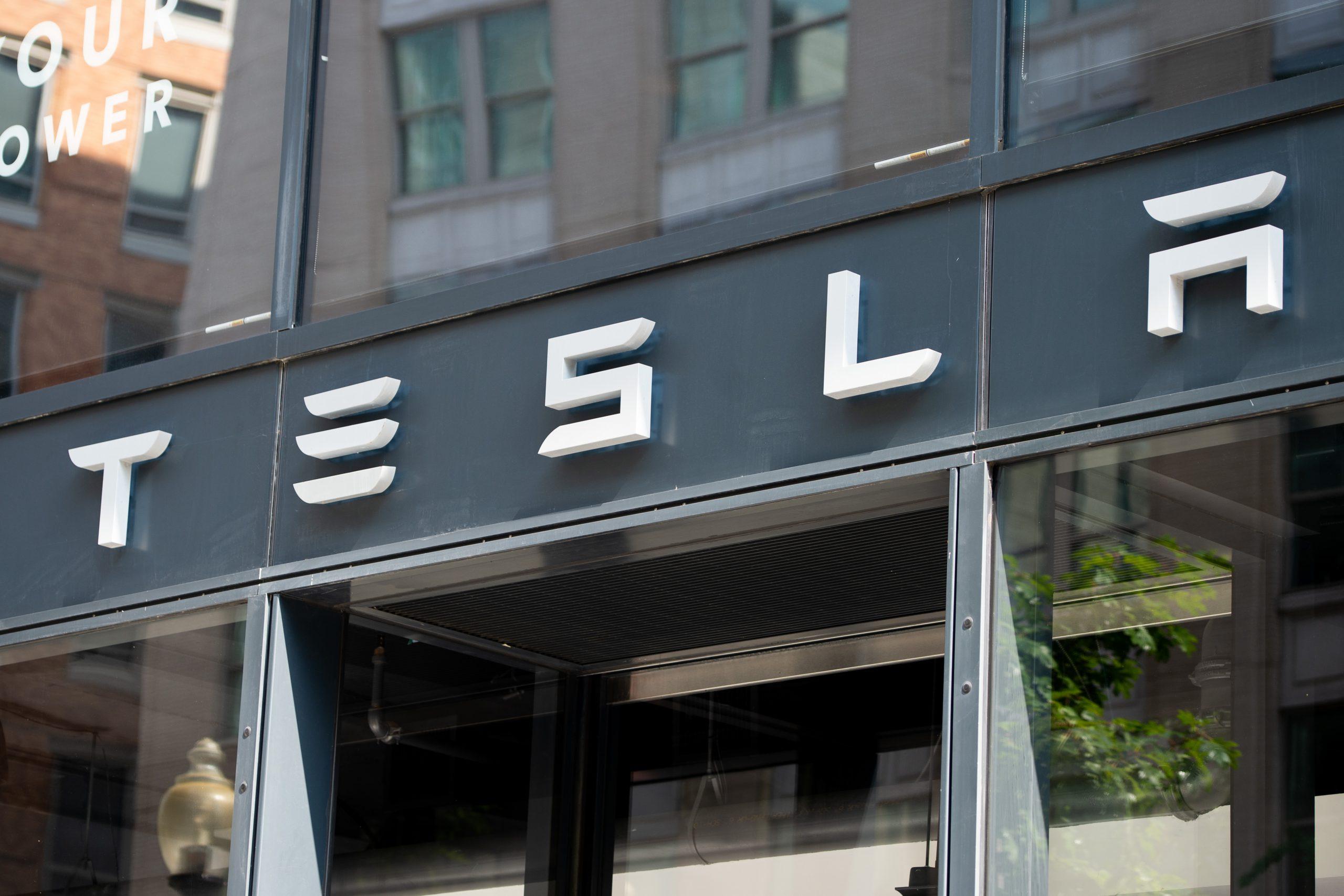 Tesla vale más de 800.000 millones de dólares en Bolsa y supera a Facebook
