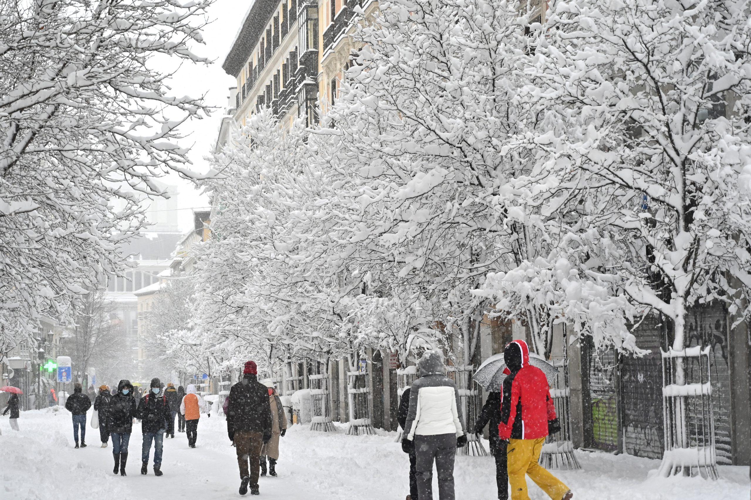 Al menos tres muertos por tormenta de nieve en España