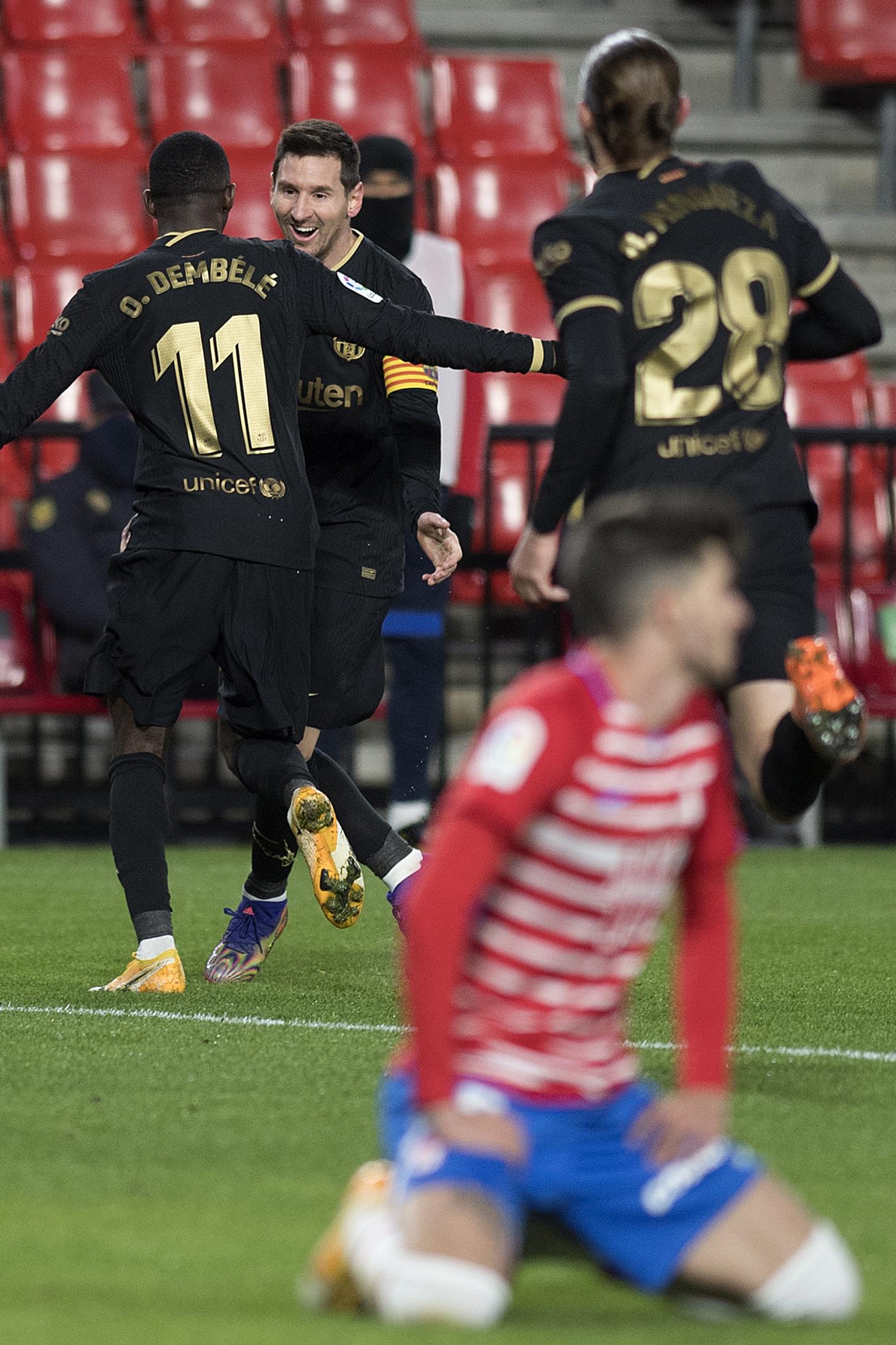 Con dobletes de Messi y Griezmann, el Barça sigue su escalada