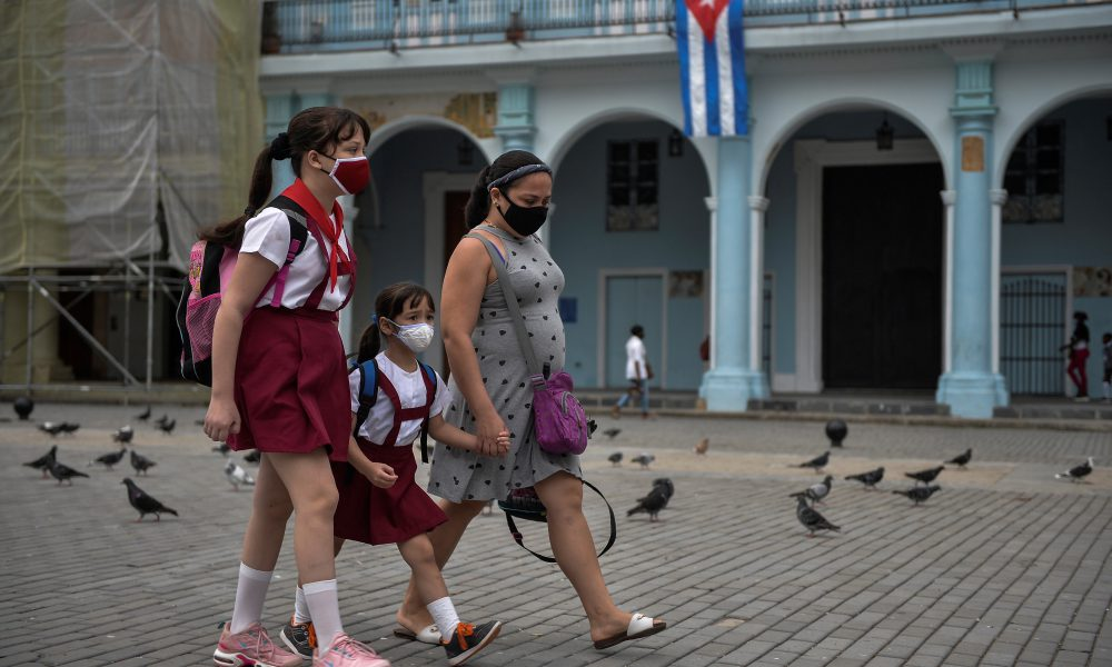 La Habana decreta toque de queda nocturno para contener rebrote de covid-19