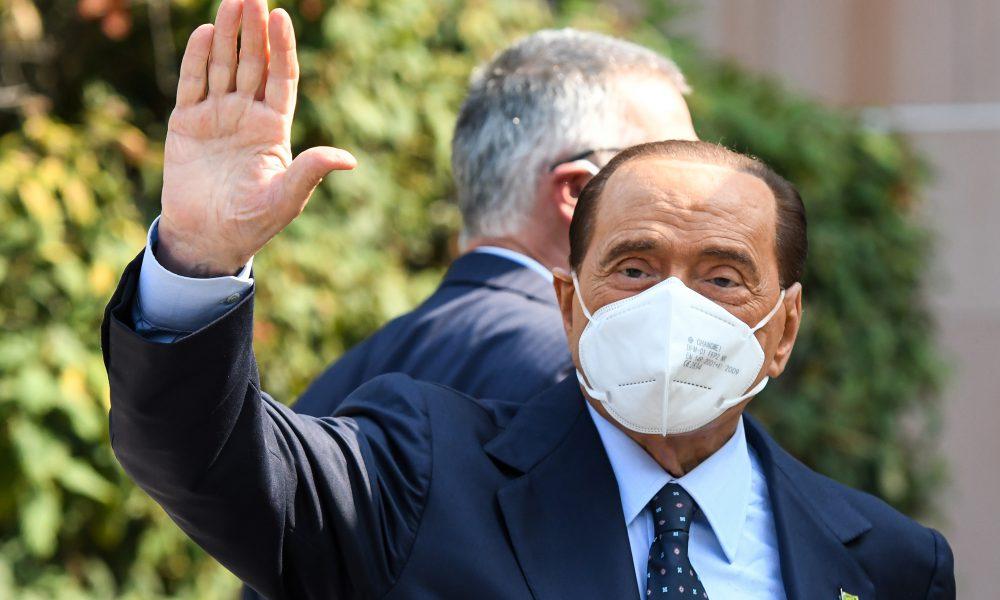 Berlusconi salió del hospital de Mónaco donde estaba internado por una arritmia