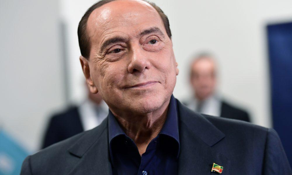 Berlusconi sale del hospital tras caída en su residencia