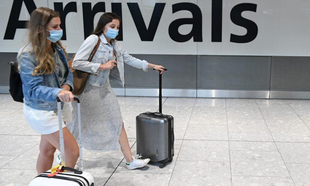 La Unión Europea insta a limitar viajes ante situación muy grave por pandemia