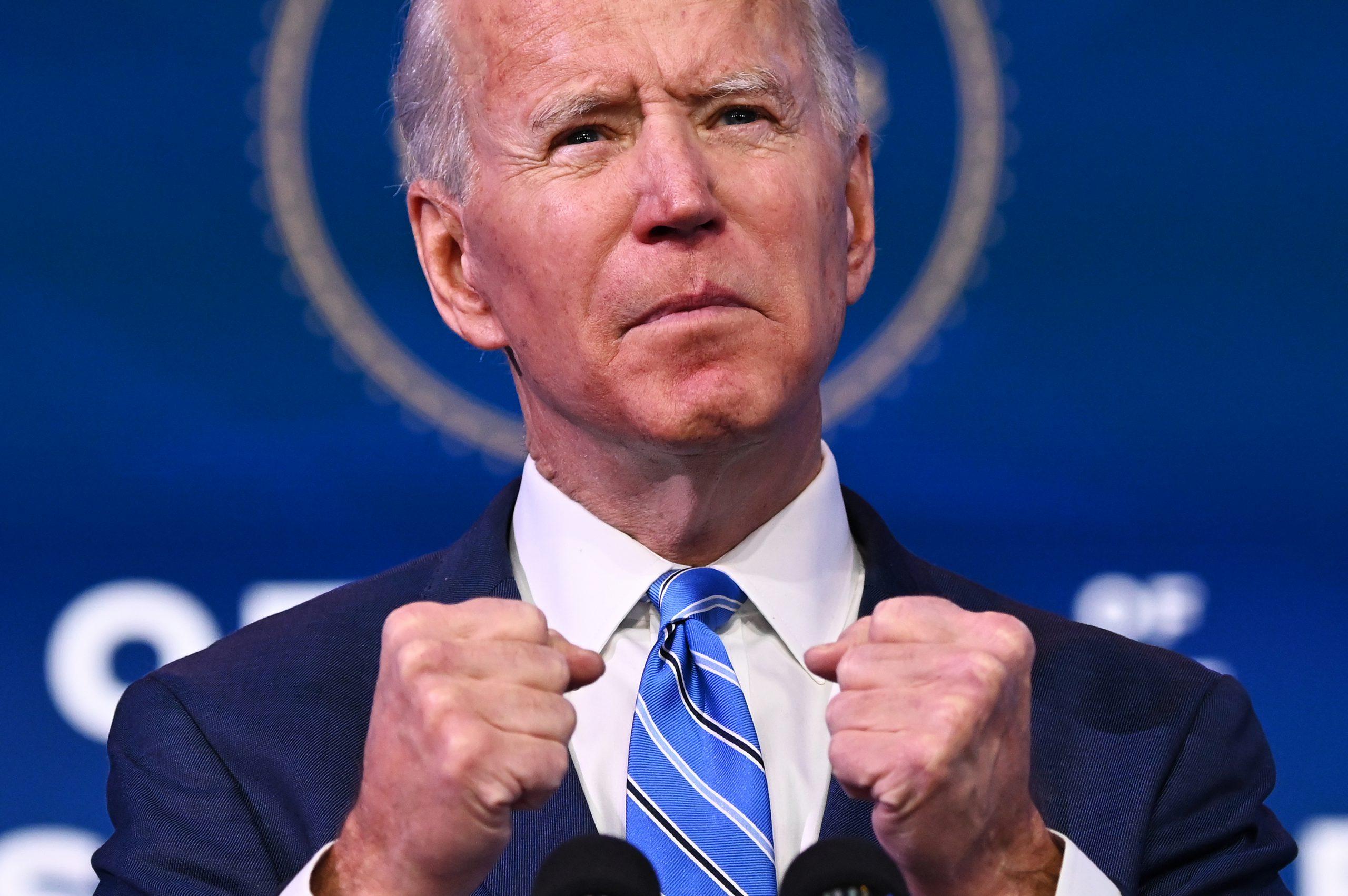 Biden promete vacunas contra covid para todos los estadounidenses antes de agosto