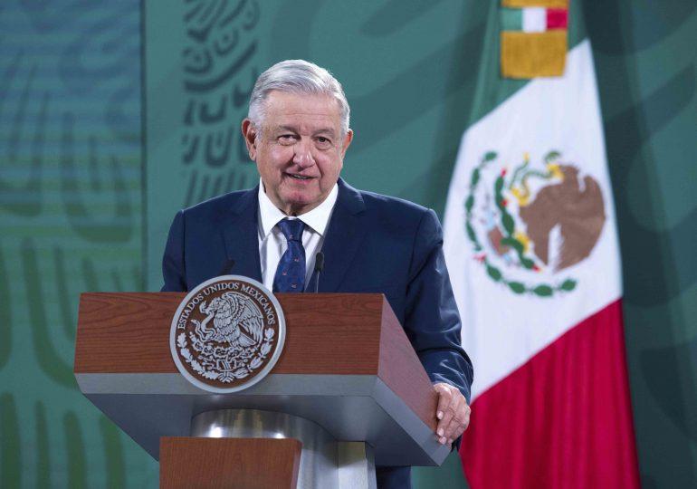 López Obrador advierte que aplicará la ley a funcionarios que roben