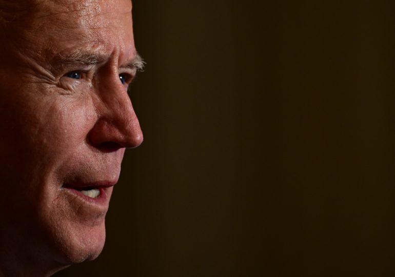 Biden afirma que Trump le dejó una carta muy generosa en el Despacho Oval