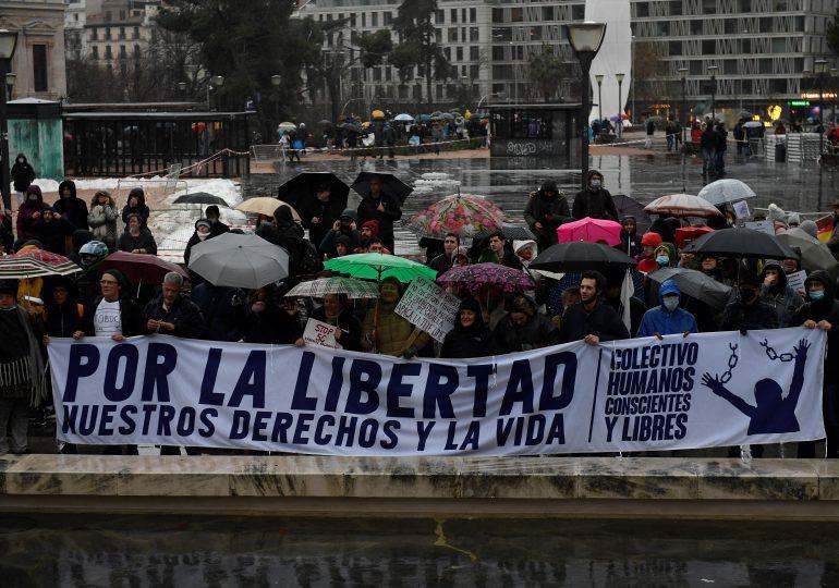 Miles de personas manifiestan en Madrid contra el timo del coronavirus