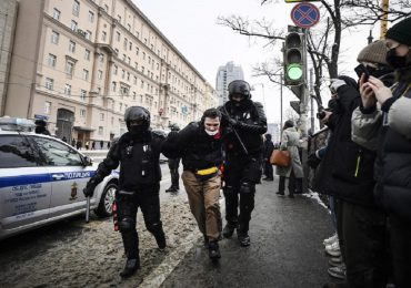 La policía rusa detiene a más de 4,400 personas en manifestaciones pro-Navalni