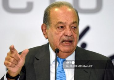 Carlos Slim se recupera en su casa, tras hospitalización por covid-19