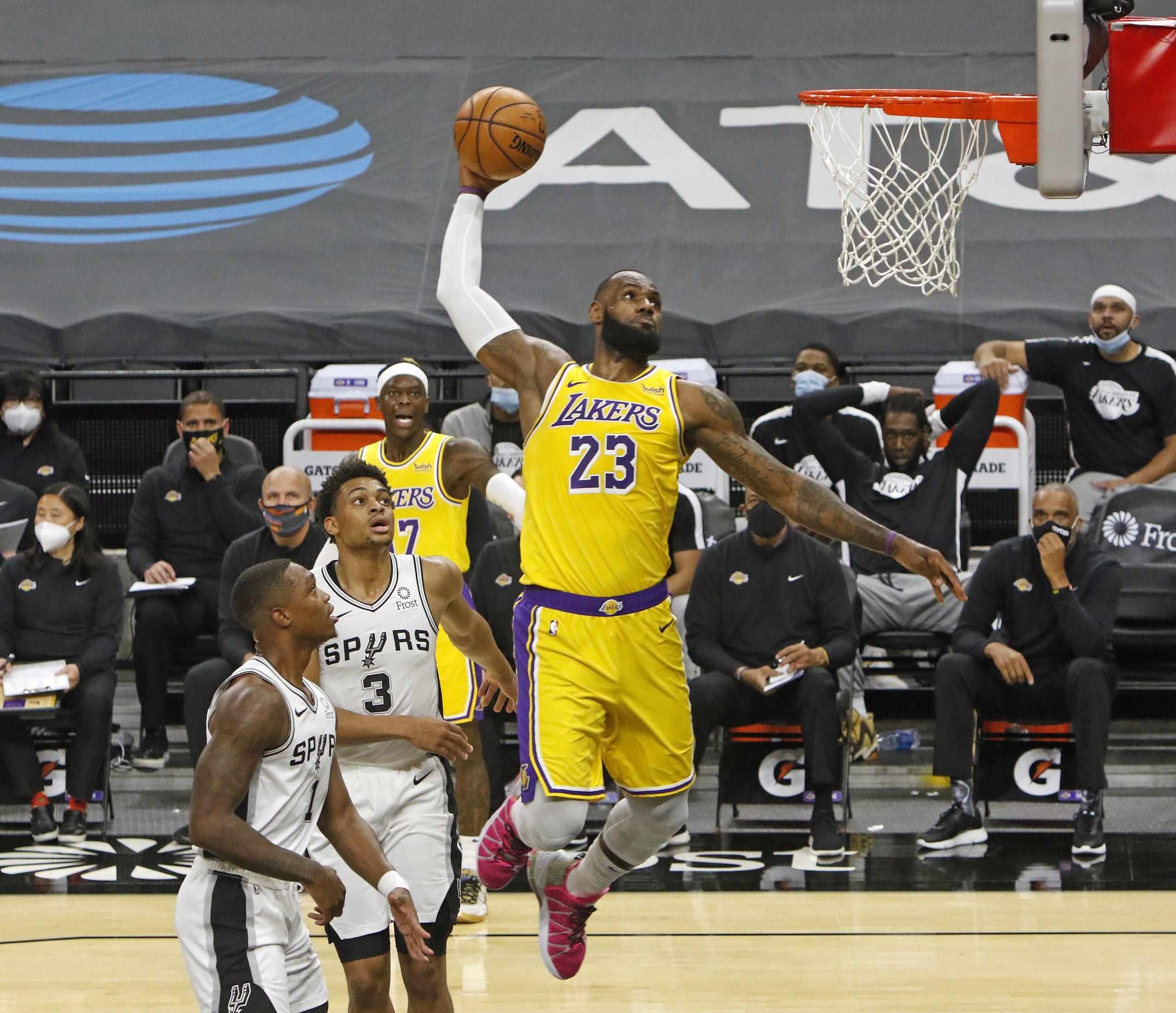 LeBron y Davis imponen su ley y Lakers vencen a los Spurs en la NBA