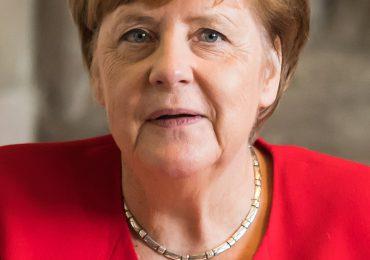 """Merkel considera """"problemática"""" la suspensión de la cuenta Twitter de Trump"""