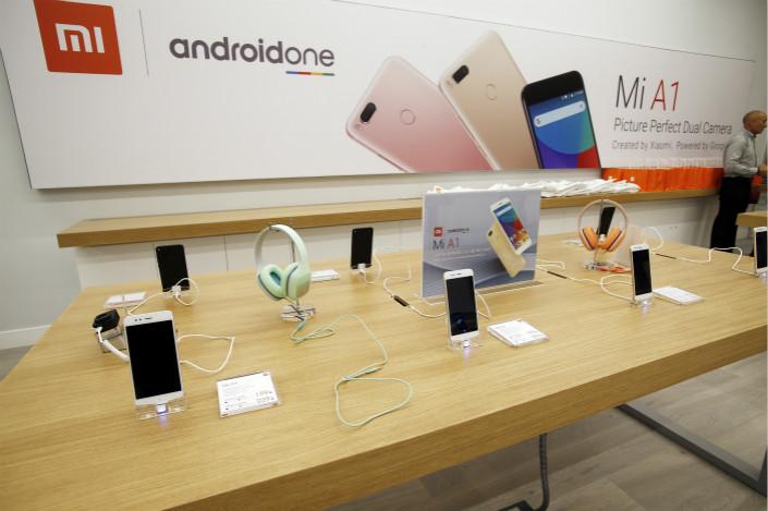 El fabricante chino de teléfonos Xiaomi cae 11% en la bolsa de Hong Kong