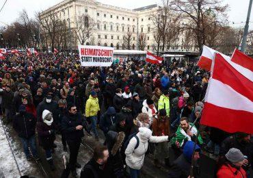 Manifestación en Austria contra medidas anticovid, pese a estar prohibida