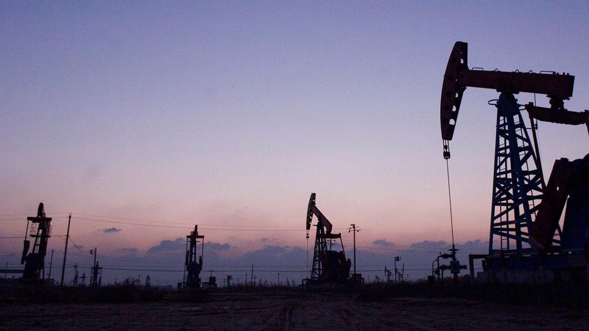 Nueva baja de reservas de crudo en EEUU, precios hacen una pausa