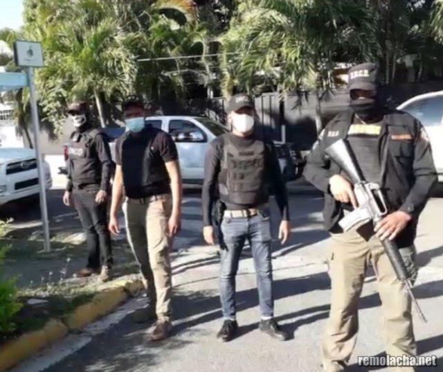 VIDEO   Allanan vivienda de alcalde Abel Martínez; apresan a dos en revuelta