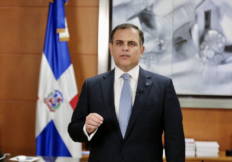 Ministro de Hacienda dice que no está previsto un impuesto a las remesas