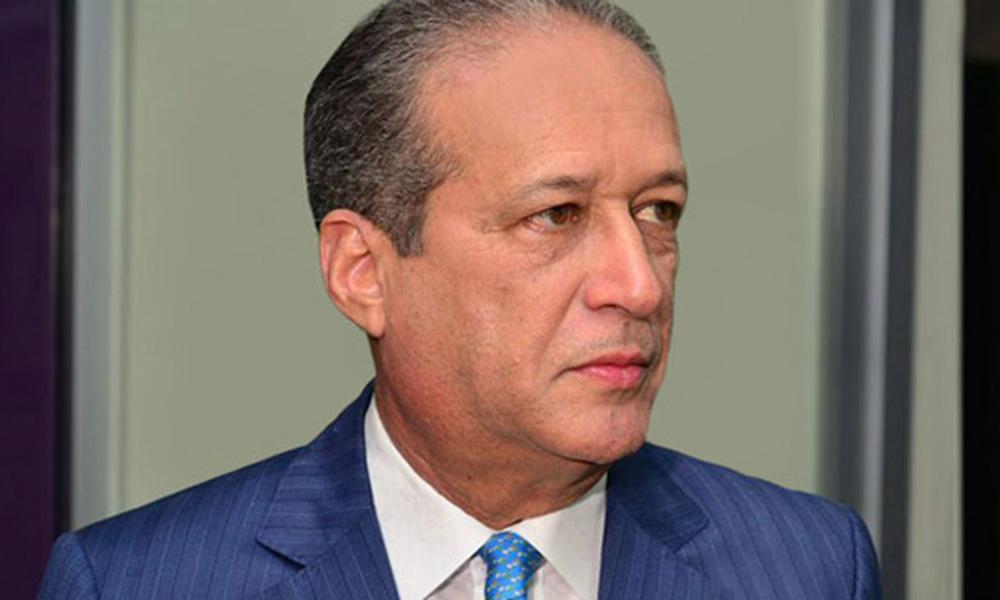Políticos apoyan a Reinaldo Pared tras decidir no ser incluido al Comité Político por razones de salud