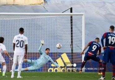 El Real Madrid cae ante el Levante y ve alejarse el título de Liga