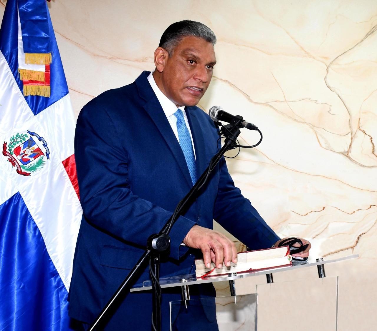 Ministro Vásquez Martínez lamenta muerte de dos policías en labores de patrullaje