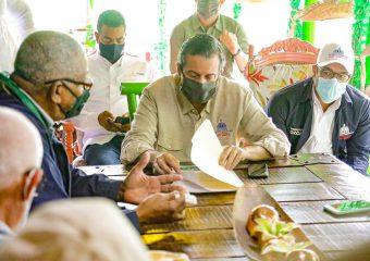 Ministro de Medio Ambiente visita Los Mongotes en Villa Altagracia
