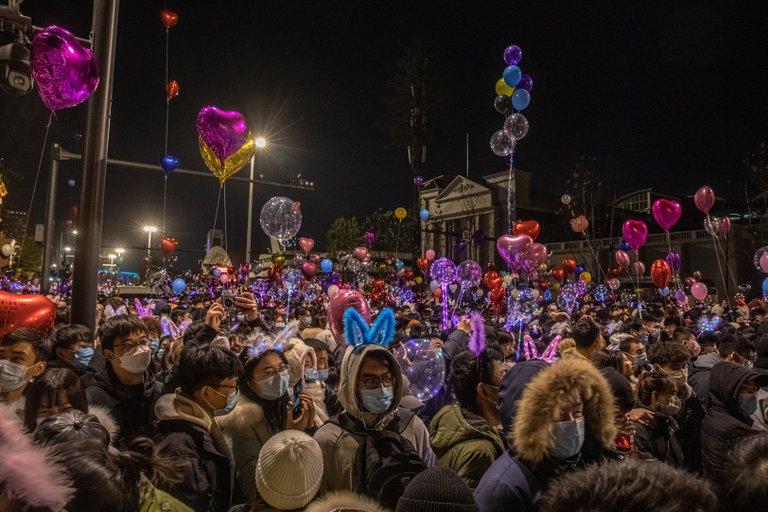 Multitudes en calles y discotecas abarrotadas: la fiesta de Wuhan tras el año de la pandemia