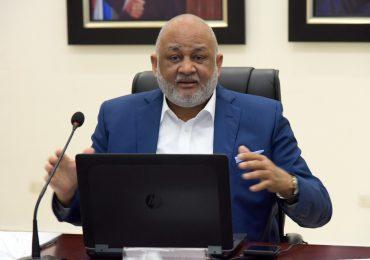 Ministro Fulcar llama a la juventud a enfocarse en sus sueños