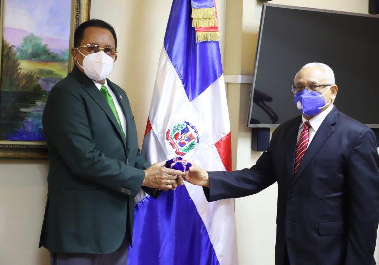 Contralor General  recibe visita del presidente del Consejo Nacional de Drogas