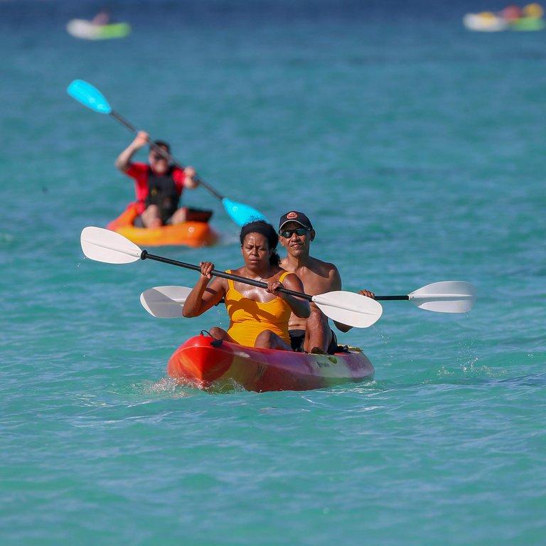 Barack Obama se deja ver haciendo todo tipo de deportes durante sus vacaciones en Hawaii