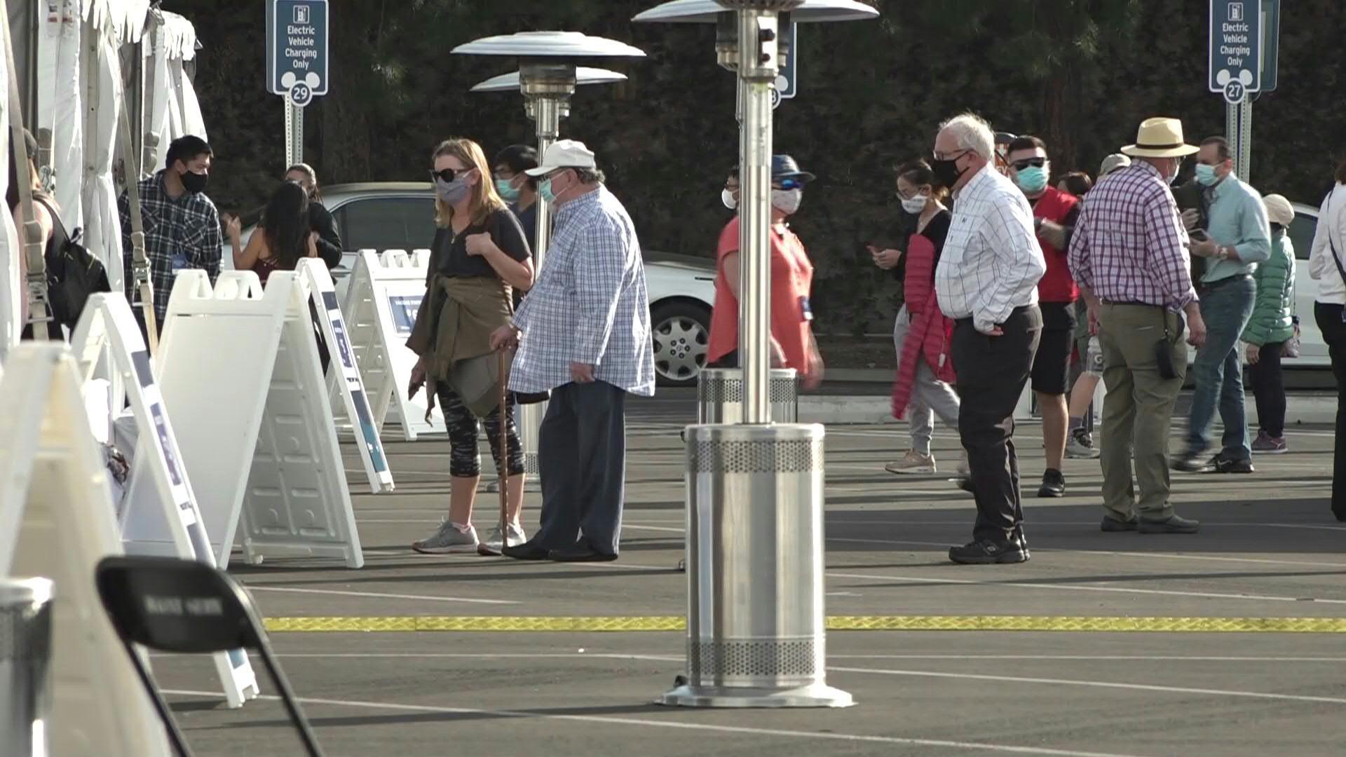 VIDEO   Disneyland abre enorme centro de vacunación contra el Covid-19