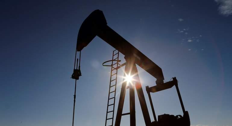 El petróleo comienza el año en verde con la vista puesta en la OPEP+