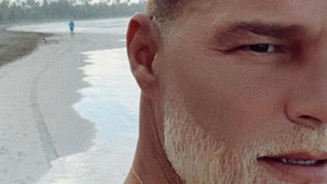 Ricky Martin muestra cambio de look y estremece las redes