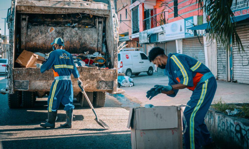 FOTOS | Brigadas de aseo del ADN realizan operativo de limpieza durante el feriado