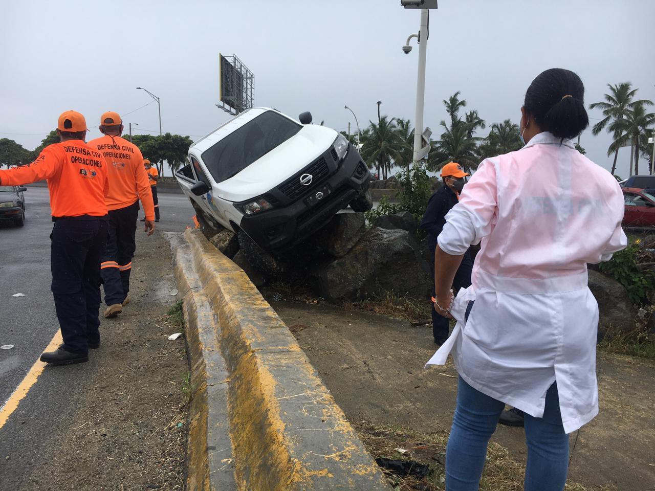 Un accidente de tránsito deja  tres heridos en Santo Domingo Este